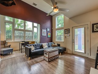 Charming house w/roof deck, views of downtown Austin - near restaurants & parks!