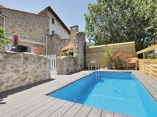 Beautiful home in Laroque des Alberes w/ Outdoor swimming pool, WiFi and 2 Bedro