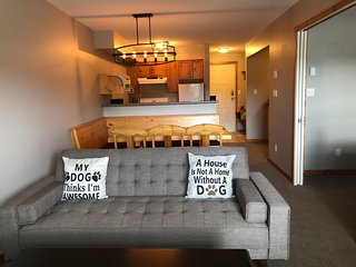 Happy Tails Ground Floor one Bedroom plus private bunk bed alcove - Pet Friendly