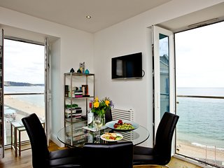 14 At The Beach - Beautiful dual aspect windows highlight the wonderful views fr