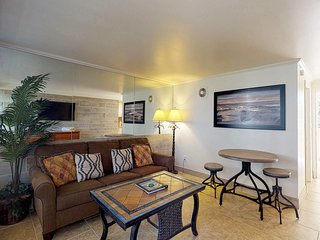 Newly remodeled unit with views of Diamond Head on the Gold Coast