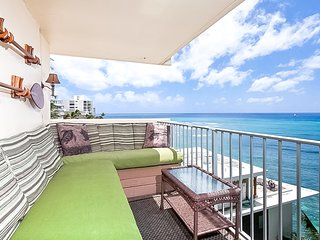 Aparthotel on Gold Coast w/ fridge, microwave, lanai. Views of Diamond Head!