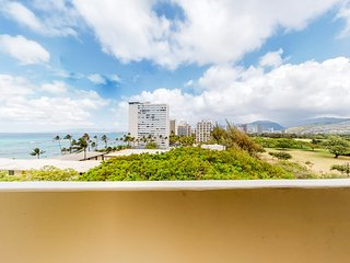 Remodeled high-floor studio w/ ocean and Diamond Head views. Walk to beaches!