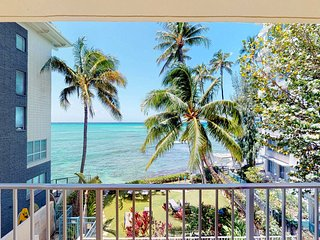 Bright ocean view retreat w/ large lanai & great views - steps to the beach!