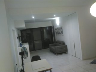 Bright and Cozy Aparment - Central Area - free High speed wifi