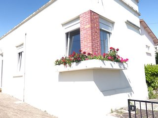 1 bedroom Villa with WiFi and Walk to Beach & Shops - 5809372