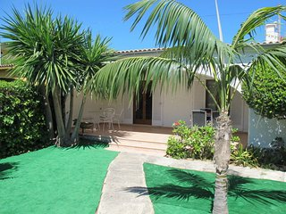 3 bedroom Villa with WiFi and Walk to Beach & Shops - 5640686