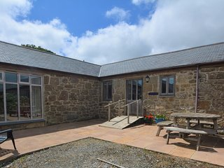 75688 Barn situated in Penzance (5mls NE)