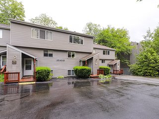 Roomy condo w/wood-burning fireplace, balcony overlooking pond, close to golf!