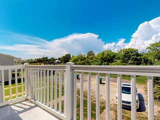 NEW LISTING! Cozy coastal rental w/ full kitchen, covered patios & private grill