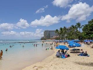 NEW LISTING! Cozy condo right in Waikiki w/ shared pool, AC - walk everywhere!