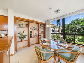 NEW LISTING! Amazing top floor condo w/ private lanai & shared pool/hot tub/gym!
