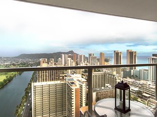 NEW LISTING! Lovely Waikiki condo w/ shared pool/hot tub/gym - close to beaches