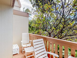 Quiet & comfortable condo w/ furnished balcony & shared pool - near beach & golf