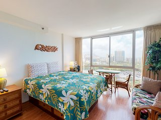 Ocean view studio in Waikiki w/ shared pool & WiFi - close to everything!