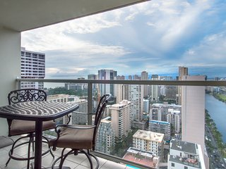 Ocean view studio w/ lanai & shared pool/hot tub/ - in Waikiki!