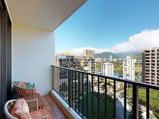 Mountain view condo w/pool & hot tub - near Waikiki Beach. 30+ night rental