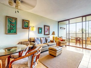 Waterfront condo w/ shared pool & private lanai- steps to shops & restaurants!