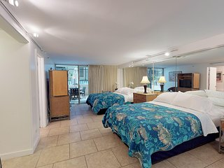 Gold Coast studio at oceanfront hotel w/ private lanai - close to beaches!