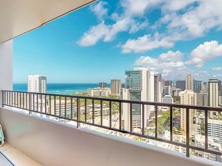 Spacious coastal condo with rooftop pool and amazing ocean views. Free parking!