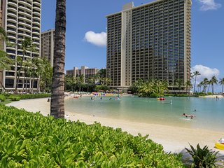 Waikiki room w/ a shared pool, valet & fitness center - near the beach