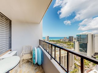 Remodeled condo w/ huge lanai, sweeping views & shared pool/tennis/gym!