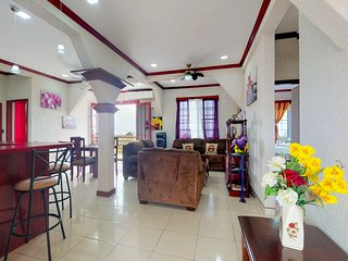 Charming getaway in the heart of Belize City with free WiFi & home comforts!