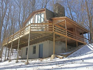 Spacious cabin-style home w/wood-burning fireplace, close to everything!