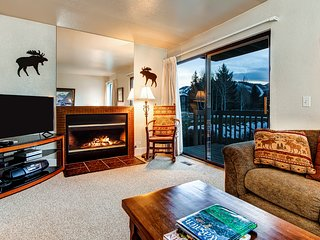 Modern condo w/ spectacular views - close to top ski resorts - walk to MARC