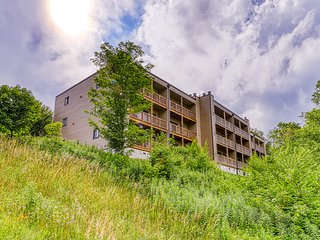 Sugar Mountain condo between 2 ski runs with covered balcony & fireplace