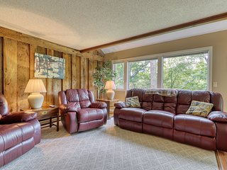 Three bedroom condo w/direct access to ski slopes and private balcony