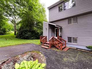 New Listing - Large retreat within walking distance to slopes!
