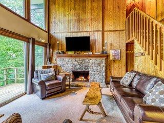 Ideally located dual level condo w/scenic balcony