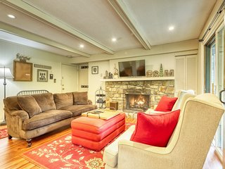 Recently updated condo w/access to ski slopes, private balcony & stone fireplace