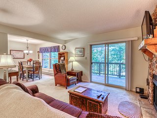 Cozy two bedroom condo just steps from slopes w/full kitchen & fireplace
