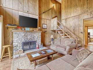 Open floor plan condo on Sugar Mountain close to everything!