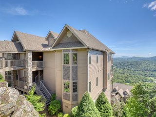 Large, mountain-top villa w/ oversized balcony, fully-equipped kitchen & loft