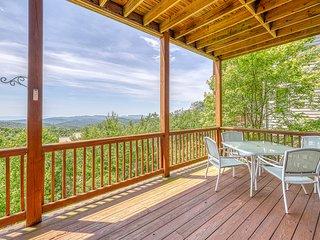 Beautiful Sugar Mountain condo w/panoramic views & private deck