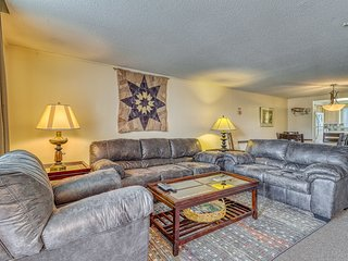 Expansive mountain condo w/private back deck, views of pond & snow tubing