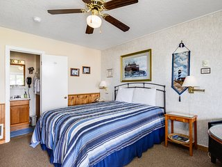Ocean view motel studio in a quiet setting - walk downtown!