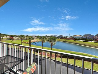 Ocean view condo w/ balcony & shared pool - 2 blocks to beach, walk everywhere!