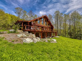 Mountain cabin with outdoor firepit, private sauna, & beautiful forest views!