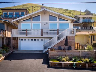 Magnificent beach home w/huge ocean views, private hot tub and deck!