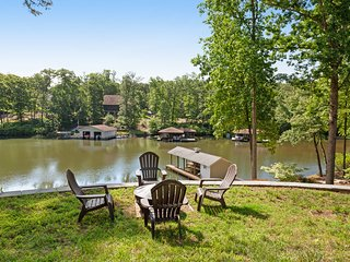 Spacious lakefront home w/ boat dock, fire pit & pool table - dogs OK!