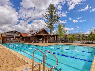 NEW LISTING! Inviting Truckee home w/shared pool, hot tub & sports courts
