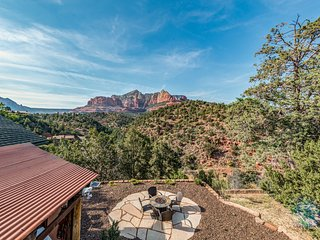 Beautiful Sedona home w/ a large country kitchen & amazing, 280-degree views