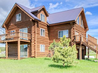 Cozy mountain cabin w/ loft, pool table, fireplaces, & deck - close to water
