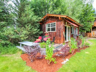 New Listing! Inviting & cozy cottage w/ river access, near Leavenworth
