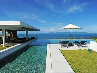 50% OFF | Villa Blue View Luxe Contemporary Ocean View Retreat
