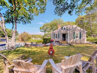 Captivating dog-friendly house w/partial bay views, family-friendly games & more